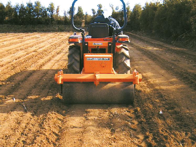 土壌消毒後の転圧マルチング